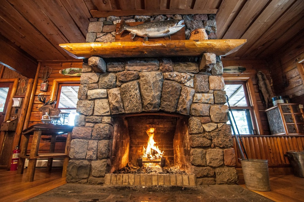 clearwaterlodgefireplace